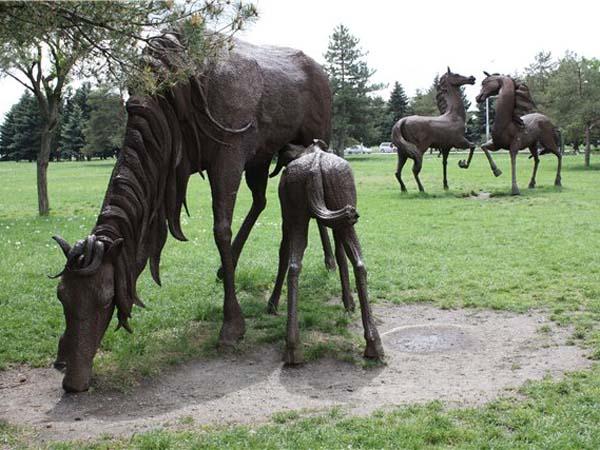 Скульптура лошадей в Ростове