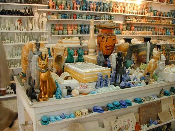Египет.  Сувениры на продажу.  Купить фото с кодом 019121 в высоком.