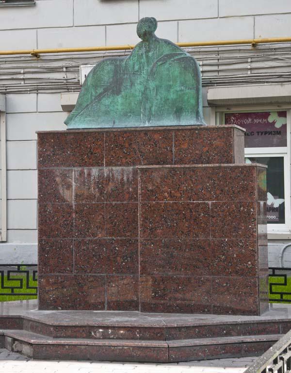 Памятник Ахматовой в Москве