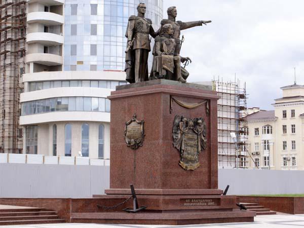 Памятник основателям в Новороссийске