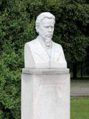 Памятник Попову в Москве