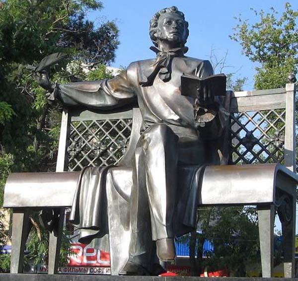 Памятник Пушкину в Новороссийске