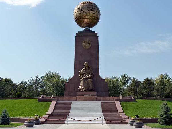 Памятник счастливой матери в Ташкенте