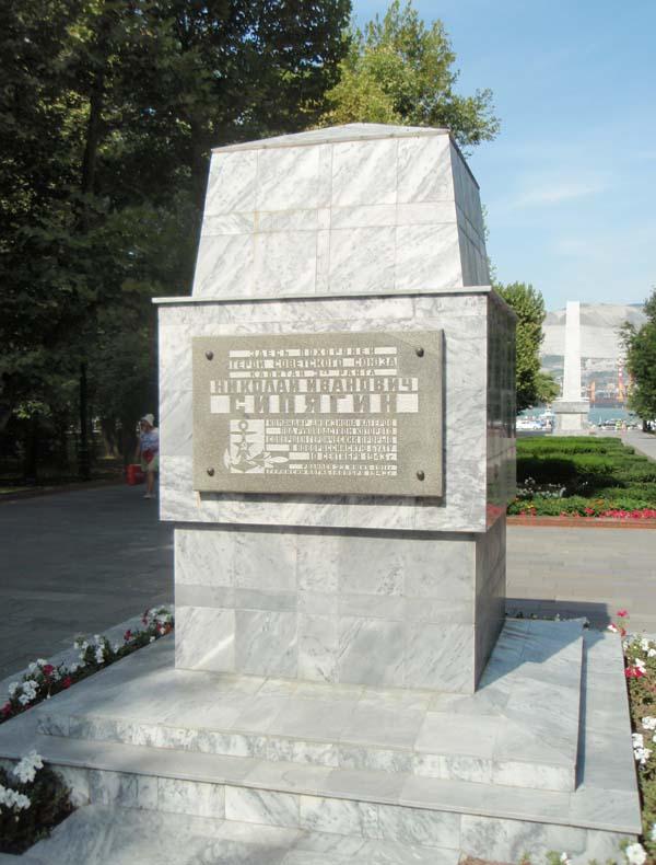 Памятник Сипягину в Новороссийске