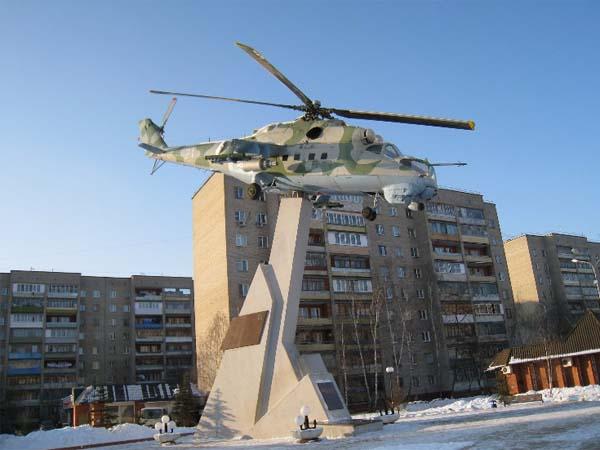Памятник вертолету МИ-24 в Люберцах