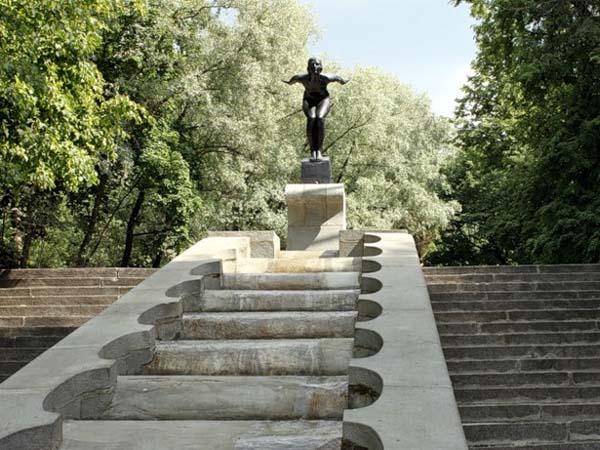 Памятник купальщица в Москве