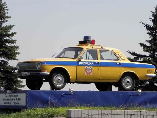Памятник патрульной машине