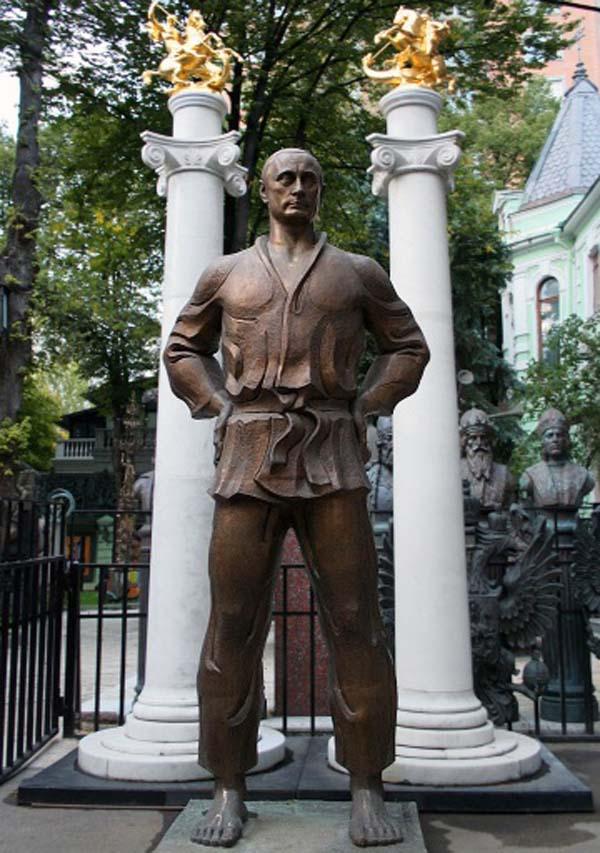 Памятник Путину в Москве