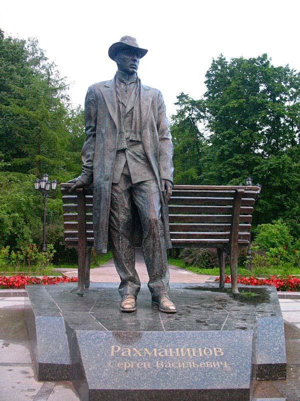 Памятник Рахманинову в Новгороде