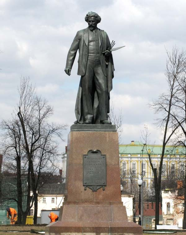 Памятник Репину в Москве