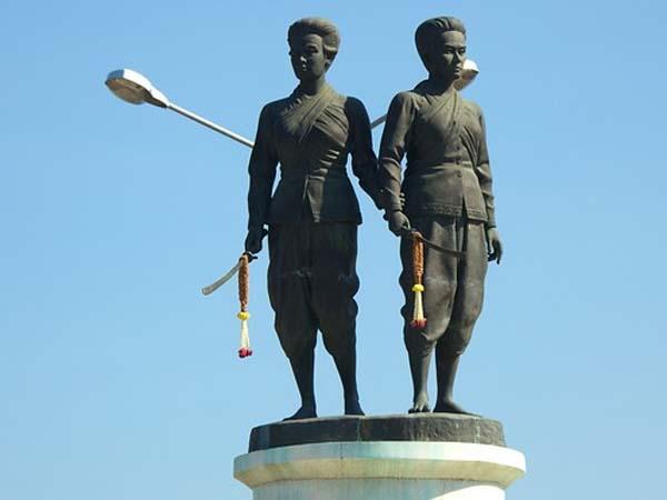 Памятник сестрам-героиням в Пхукете