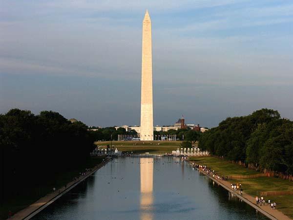 Памятник Вашингтону разваливается