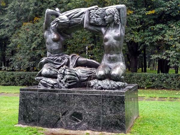 Памятник хлеб в Москве