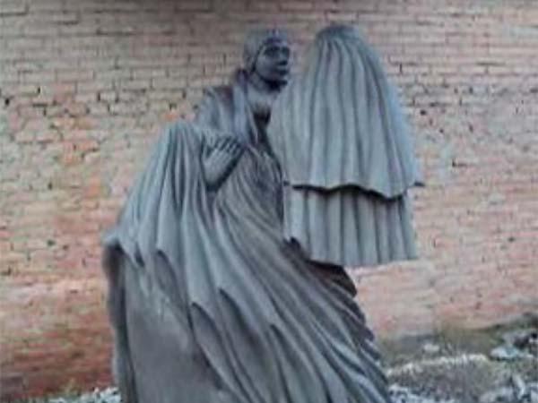 Памятник путь к семейному очагу