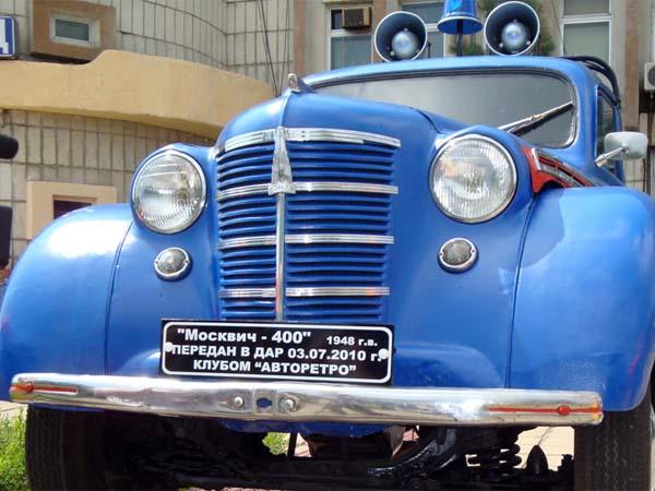 Памятник ретро автомобилю в Хабаровске