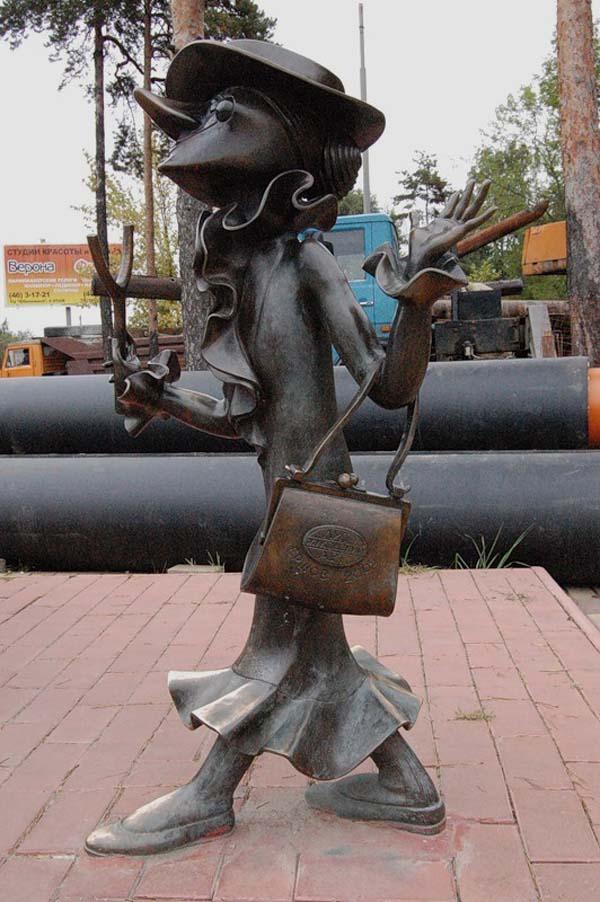 Памятник крокодилу Гене и Чебурашке в Раменское