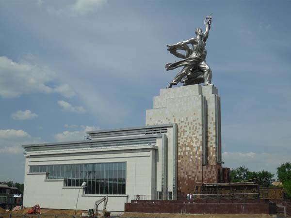 Памятник рабочий и колхозница в Москве