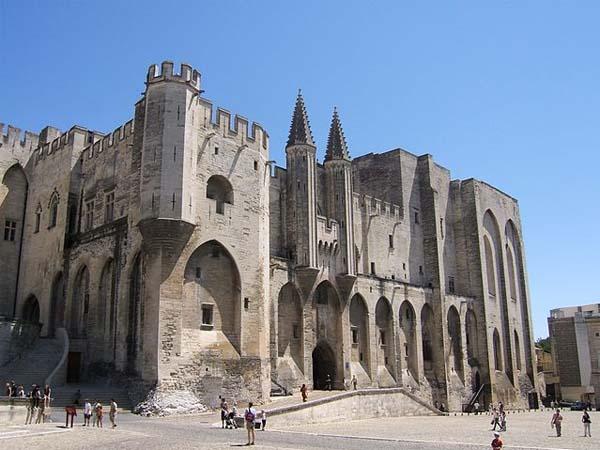 Папский замок в Авиньоне