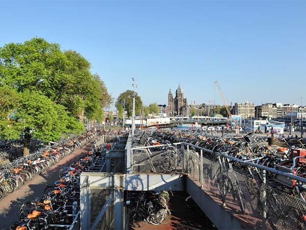 Амстердам – прогулка по улице Дамрак