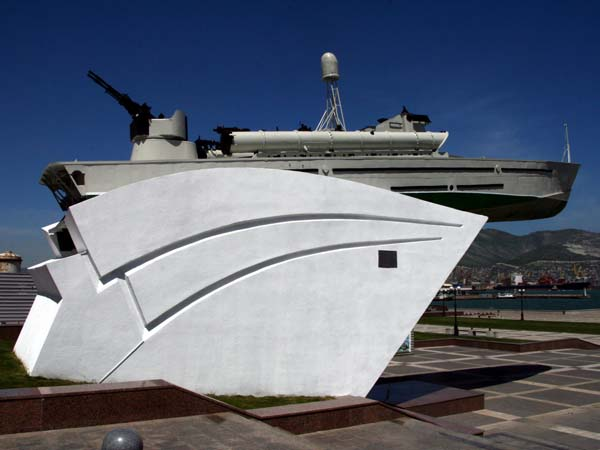 Памятник Героическим морякам-черноморцам в Новороссийске