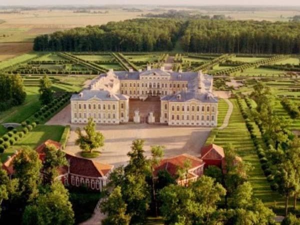 Рундальский замок – архитектурное достояние Латвии
