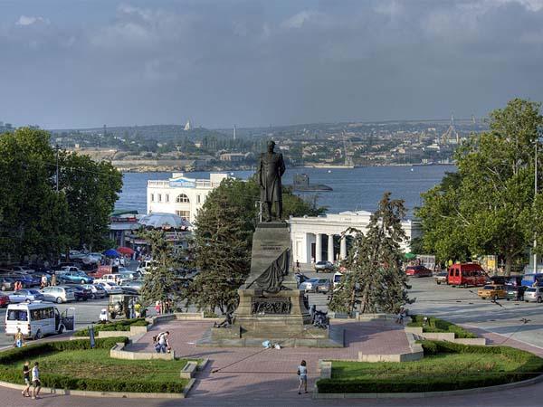 «Адмиральская» площадь