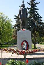 Мемориальный комплекс с барельефом в человеческий рост Рязанский проспект памятник с ангелом Миасс