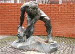 Памятник булыжник — оружие пролетариата