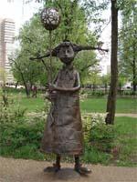 Памятник деве