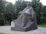 Памятник Льву Толстому в Москве
