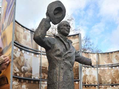 Памятник борцу с коррупцией