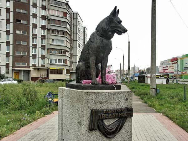 Памятник преданности – символ дружбы