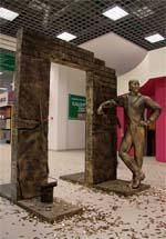 Памятник ремонту и строительству в Москве