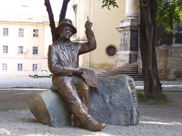 Памятник художнику Никифору Дровняку во Львове