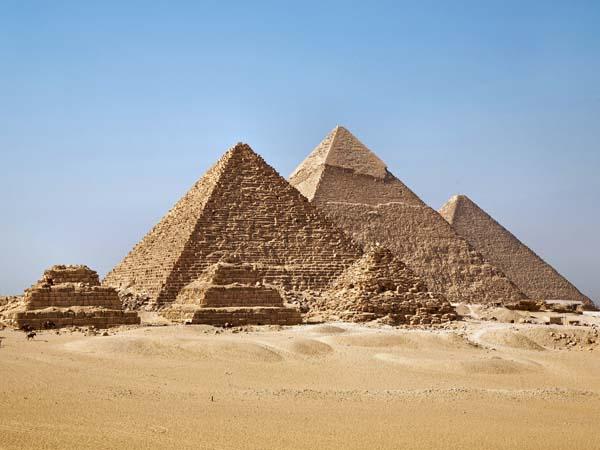 Памятники архитектуры. Древнеегипетские пирамиды Гизы