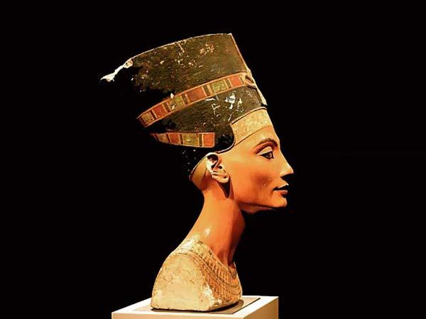 Памятники архитектуры. Бюст Нифертити