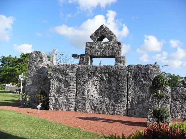 Памятники архитектуры. Коралловый замок во Флориде
