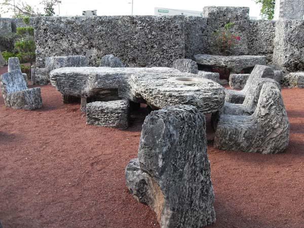 Памятники архитектуры. Каменная мебель в Коралловом замке