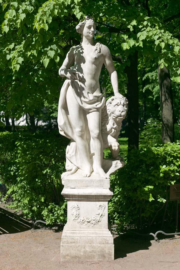 Памятники Санкт-Петербурга. Летний сад. Скульптура Аллегория аискренности