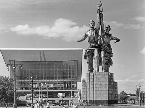 Памятники Москвы: Рабочий и колхозница
