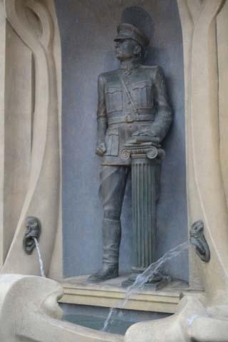 Первый памятник Колчаку в Омске