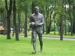 Памятник Льву Яшину в Москве