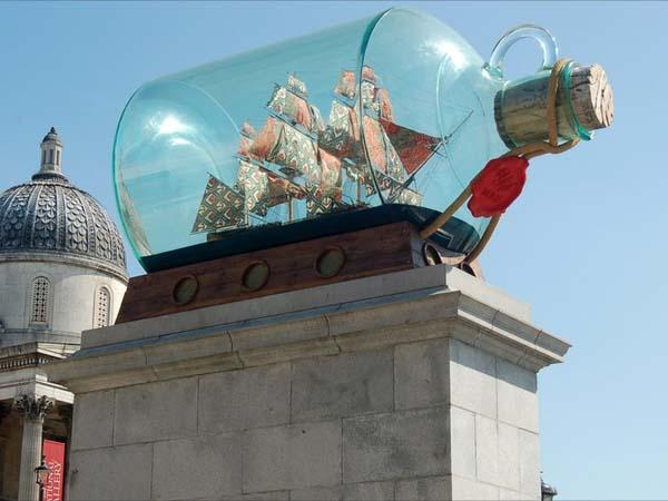 Корабль в бутылке на Трафальгарской площади