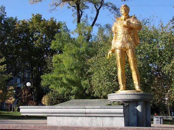 Памятник артисту – народное признание
