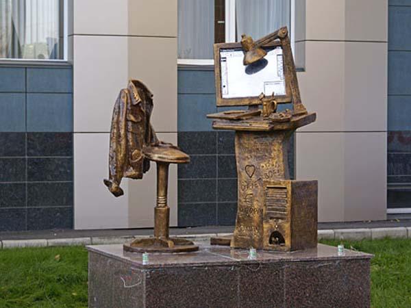 Памятник дизайнеру-полиграфисту