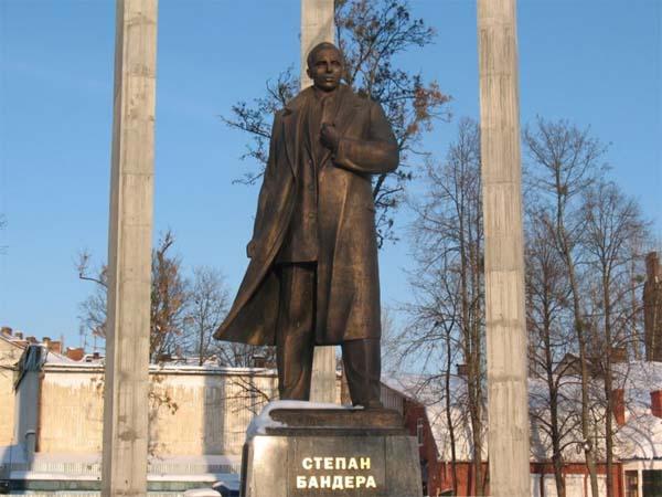 Памятник Степану Бандере – гордость Львова