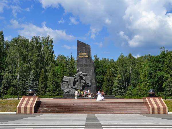 Памятник водителям ВОВ