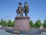 Памятник в екатеринбурге на ул техническаяватутина история создания установка памятника на кладбище цена новосибирск