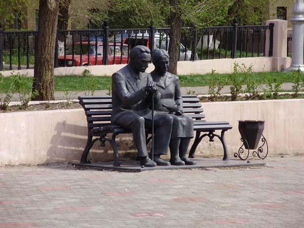 Памятник родителям – дань уважения
