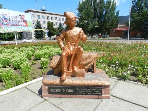 Первый памятник Батьке Махно